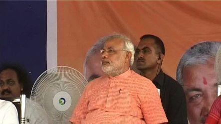 Narendra Modi to go 3D for Gujarat poll campaign