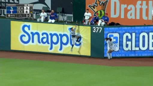 Leonys Martin shows off great range and perfect timing to rob homer