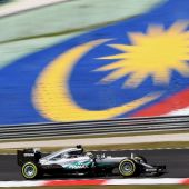 Hamilton fights back in Malaysia GP second practice