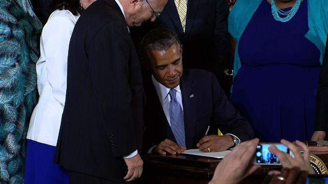 Obama signs act to protect LGBT federal contractors