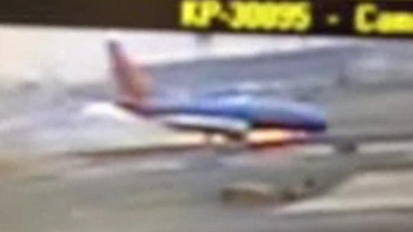 Landing gear on Southwest jet collapses
