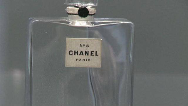 In mostra a Parigi Chanel n° 5, profumo d'arte amato dalle star
