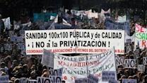 Raw: Protest in Spain over privatizing hospitals