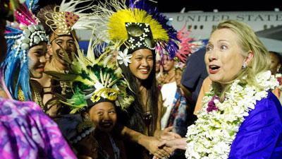 Raw Video: Clinton welcomed to Cook Islands