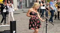 Barefoot Street Performer Stuns London Public With Her Voice