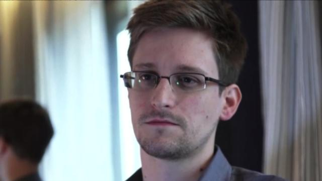 NSA leaker Edward Snowden leaves Moscow airport