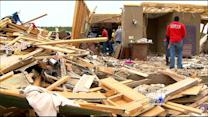 Arkansas Tornado Victims Busy Clearing Debris