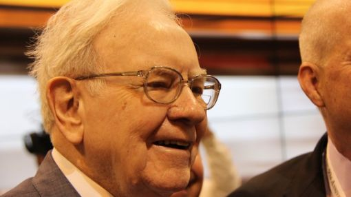 2 Valuable Lessons You Can Learn From Warren Buffett's Latest Moves