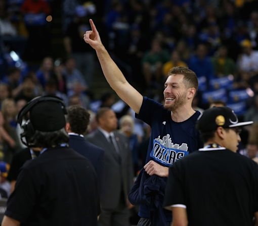 Agent: Spurs sign David Lee