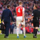 Arsenal: Arsene Wenger to sign experienced defender after Mertesacker ruled out for months